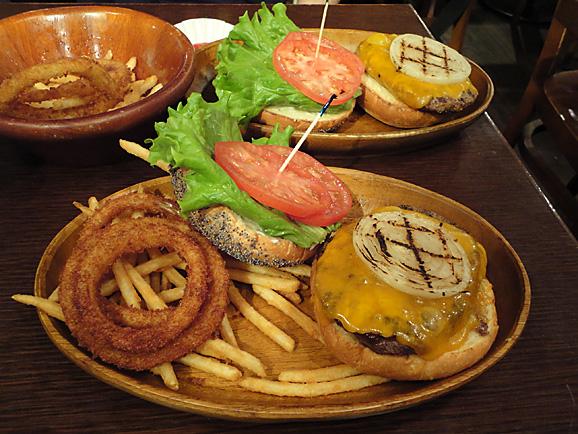 久しぶりにハンバーガー!_e0230011_15471693.jpg