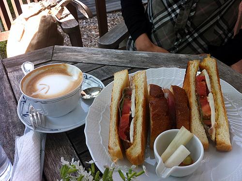 新緑の軽井沢へカフェcafe Le Petit Nid 3_f0235227_22563884.jpg
