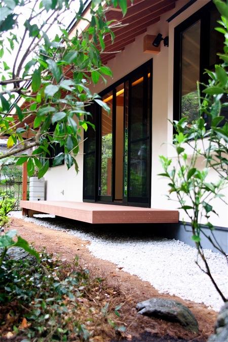 「聖蹟桜ヶ丘の家」アプローチ・玄関・居間_f0230666_1325265.jpg