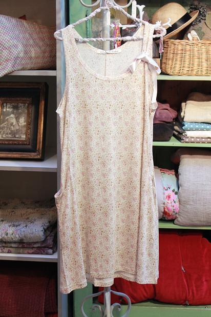 お洋服の新入荷 小花柄シリーズです!_f0155962_1726276.jpg