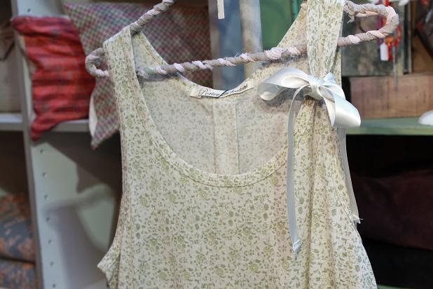 お洋服の新入荷 小花柄シリーズです!_f0155962_17274858.jpg