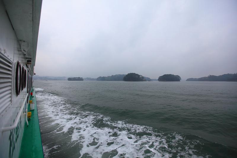5/18翌朝10時に仙台港へ あいにくの雨、時間調整のため 松島一周の観光船に_a0160581_19205254.jpg