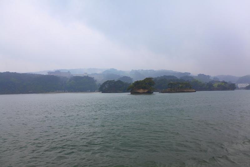 5/18翌朝10時に仙台港へ あいにくの雨、時間調整のため 松島一周の観光船に_a0160581_19212525.jpg