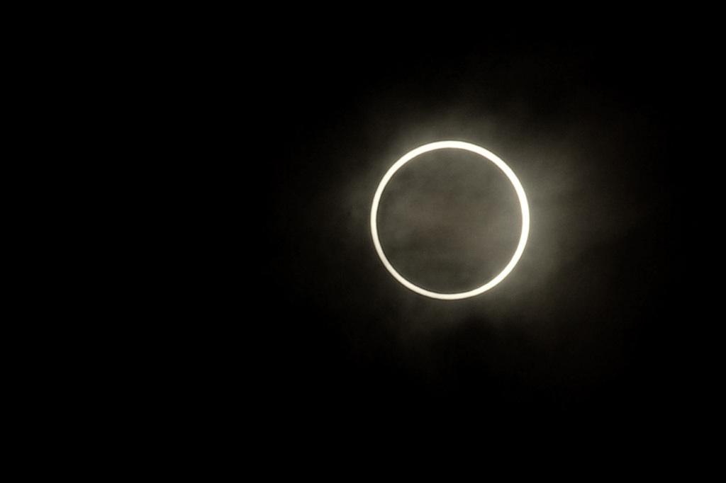 断水と日食とキタジ_e0105782_20444915.jpg