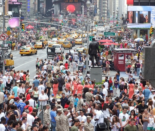NYのタイムズ・スクエアからフリート・ウィークのイベント風景_b0007805_12501035.jpg