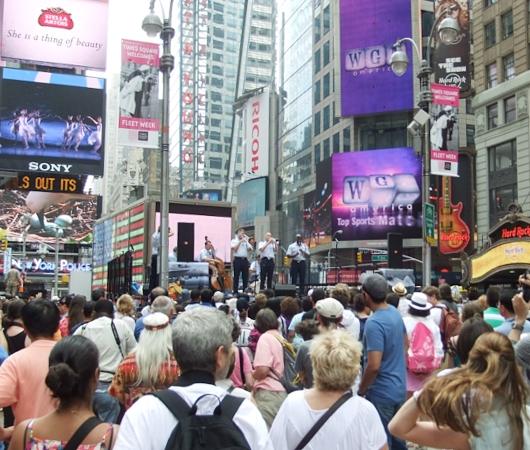 NYのタイムズ・スクエアからフリート・ウィークのイベント風景_b0007805_12501833.jpg