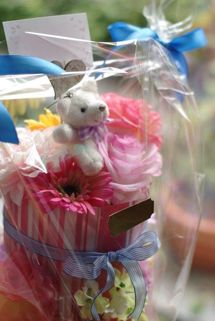 白いクマさんの乗ったオムツケーキ♪_e0171336_231237.jpg