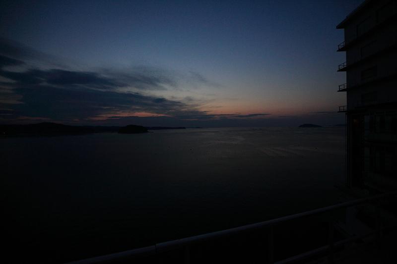 5/19朝早く目が覚めた 静かで美しい日の出 漁船が出ている _a0160581_4473932.jpg