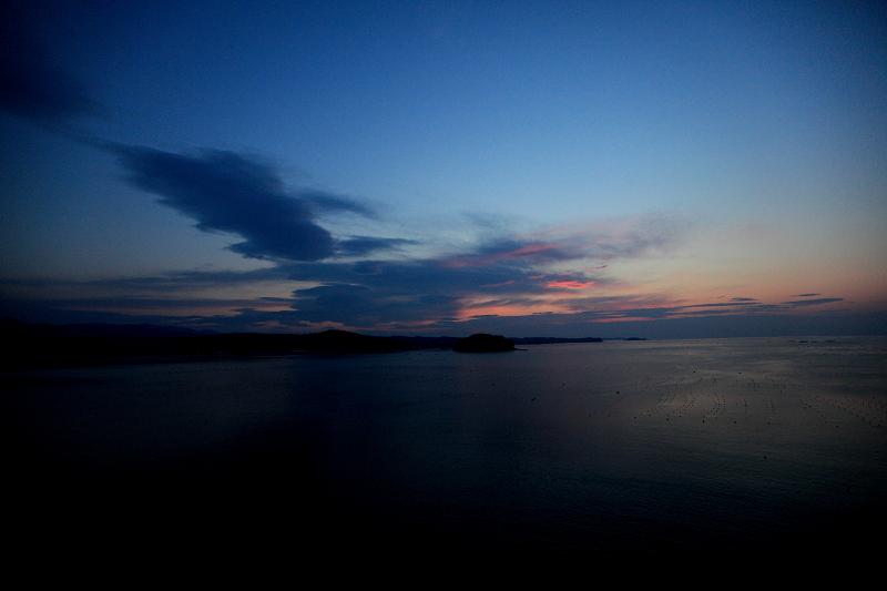 5/19朝早く目が覚めた 静かで美しい日の出 漁船が出ている _a0160581_4481497.jpg