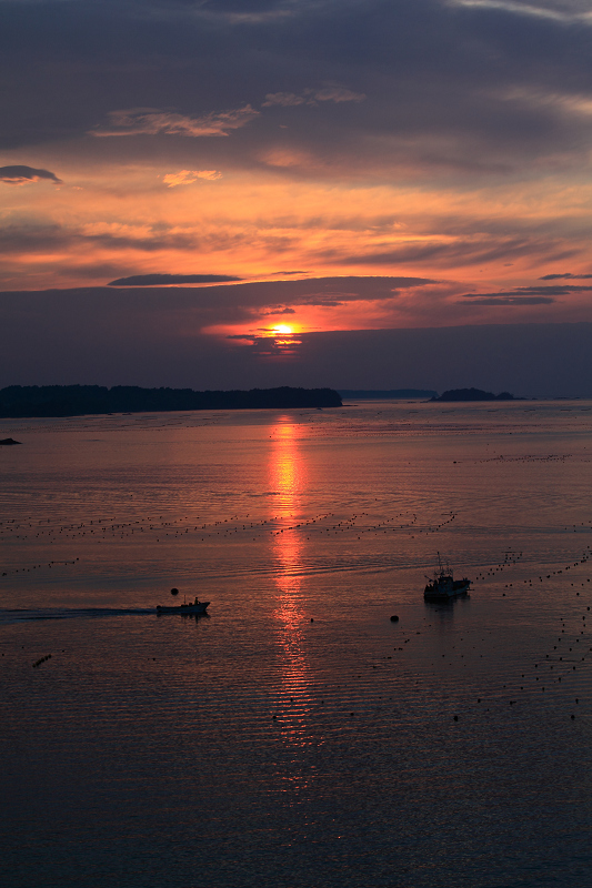 5/19朝早く目が覚めた 静かで美しい日の出 漁船が出ている _a0160581_4502037.jpg