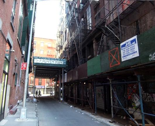 ニューヨーク最小のミュージアムはこんな場所にあります_b0007805_1329534.jpg