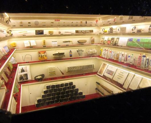 ニューヨーク最小のミュージアムはこんな場所にあります_b0007805_1330359.jpg