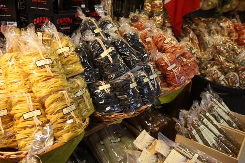 イタリア紀行  NOVE  中央市場、メジチ家礼拝堂、ポンテベッキオ_a0194908_953758.jpg