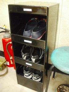 靴箱_e0189870_12474550.jpg