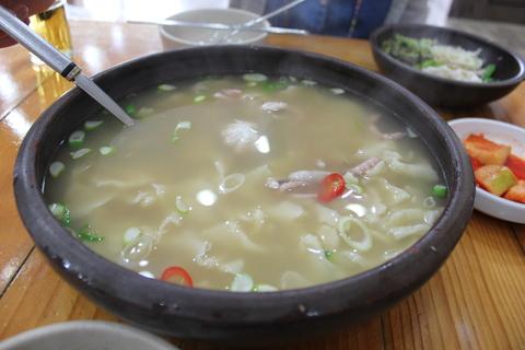 「スジェビ」っておいしい!ソウルのタコの海鮮スジェビ屋さん。_a0223786_16422328.jpg