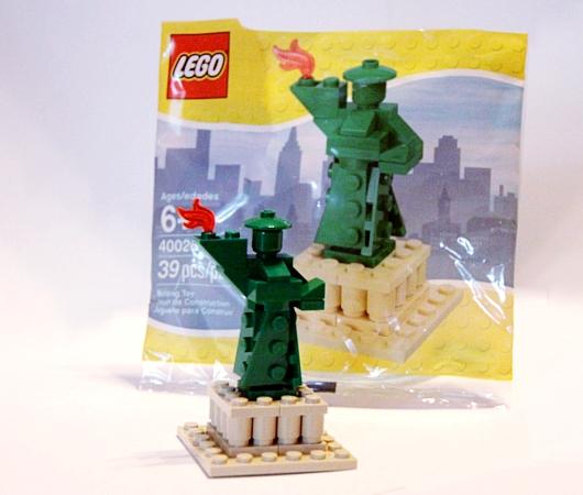 レゴ・ストア、ニューヨーク店限定の自由の女神様とイエローキャブはこんな感じ_b0007805_10403723.jpg