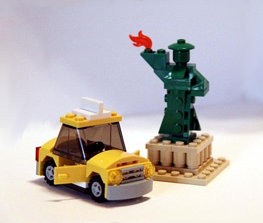 レゴ・ストア、ニューヨーク店限定の自由の女神様とイエローキャブはこんな感じ_b0007805_1041354.jpg