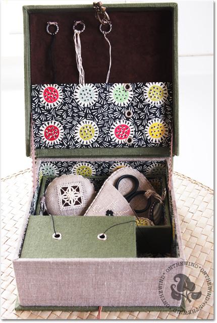 カルトナージュ*hilo 刺繍展への出展作品_d0154507_4574928.jpg