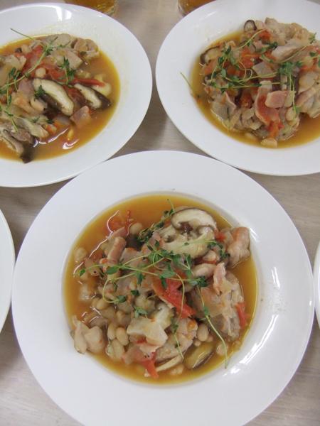 鶏肉とホワイトインゲン豆の白ワイン煮込み!_c0225122_1335522.jpg