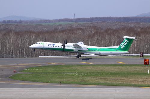 退役間近のMD90と緑のANA機 5月31日_f0113639_1826082.jpg