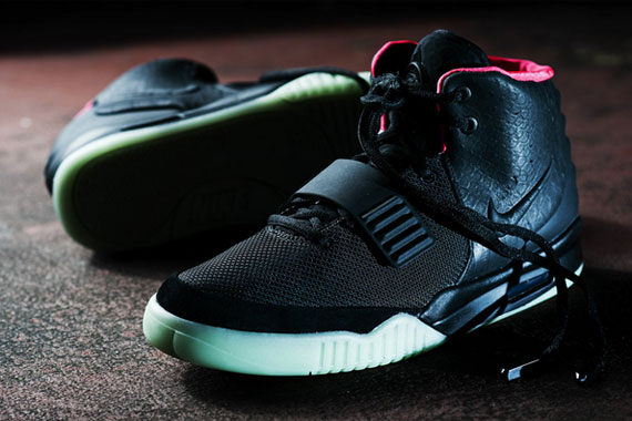 "Nike Air Yeezy 2 ""Black/Solar Red"" _a0118453_22411534.jpg"
