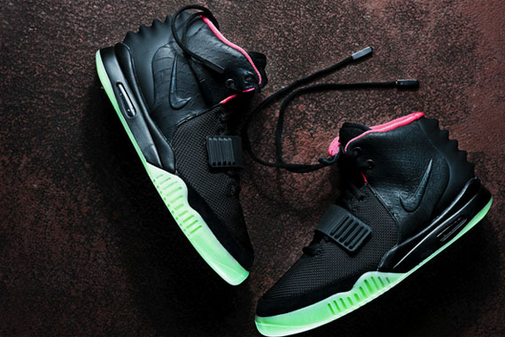 "Nike Air Yeezy 2 ""Black/Solar Red"" _a0118453_22412759.jpg"