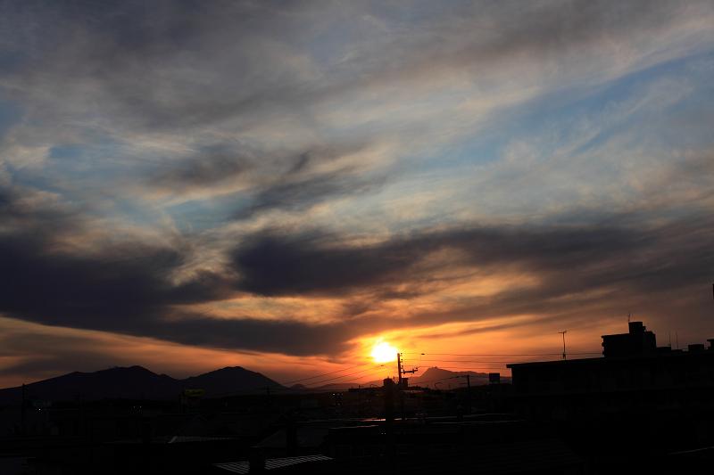 夕陽の落ちる位置 だいぶ恵庭岳に近ずく_a0160581_104516.jpg