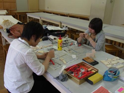 造形美術概論 5月31日の授業 やすりがけ_e0201681_17141579.jpg