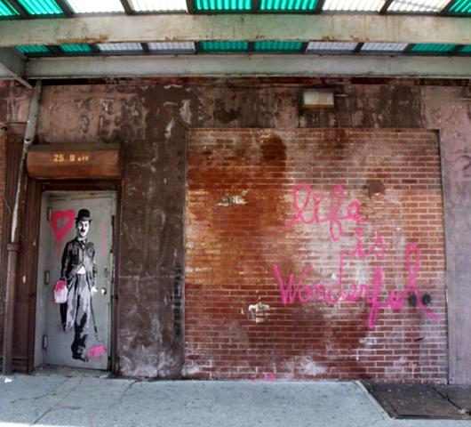 ニューヨークの壁に好きなだけ落書きができる本 Walls Notebook_b0007805_0185329.jpg