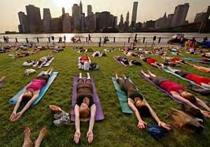 いつの間にか夏のニューヨークは野外ヨガ天国?!_b0007805_11152051.jpg
