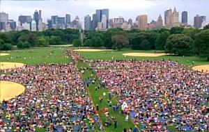 いつの間にか夏のニューヨークは野外ヨガ天国?!_b0007805_1336252.jpg