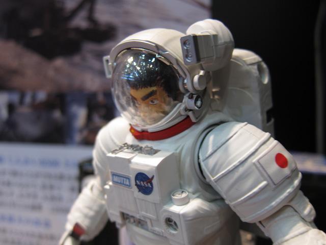 ライター第2段 「バンダイ 宇宙兄弟 1/10 ムッタ&アポEVAセット」レポートその2_c0166765_2323545.jpg