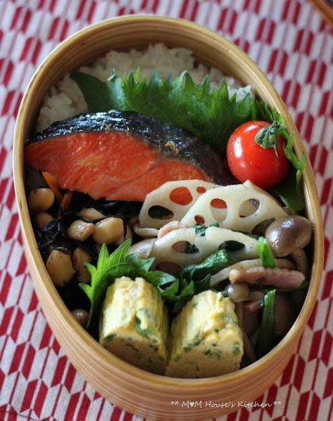 鮭弁当  ☆ 春キャベツたっぷりハンバーグ♪_c0139375_11401175.jpg