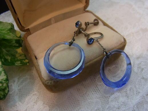爽やかなブルーガラス・イヤリングです!_d0127182_1751480.jpg
