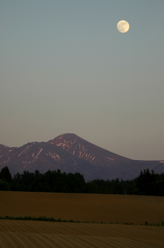 大雪山連邦とお月様。_f0096216_2163059.jpg