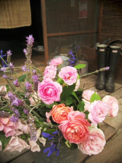 庭中の花を大きな花束にして…_d0077603_1147893.jpg
