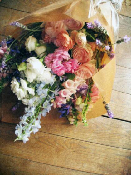 庭中の花を大きな花束にして…_d0077603_1427432.jpg