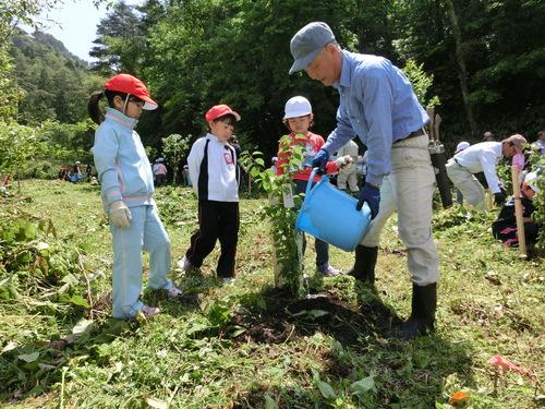 小学校入学記念植樹祭をしました!_c0238069_13184916.jpg