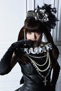 春奈るなが、6月3日(日)、自身がモデルを務める雑誌「KERA」とのイベントを行った。_e0025035_0464593.jpg