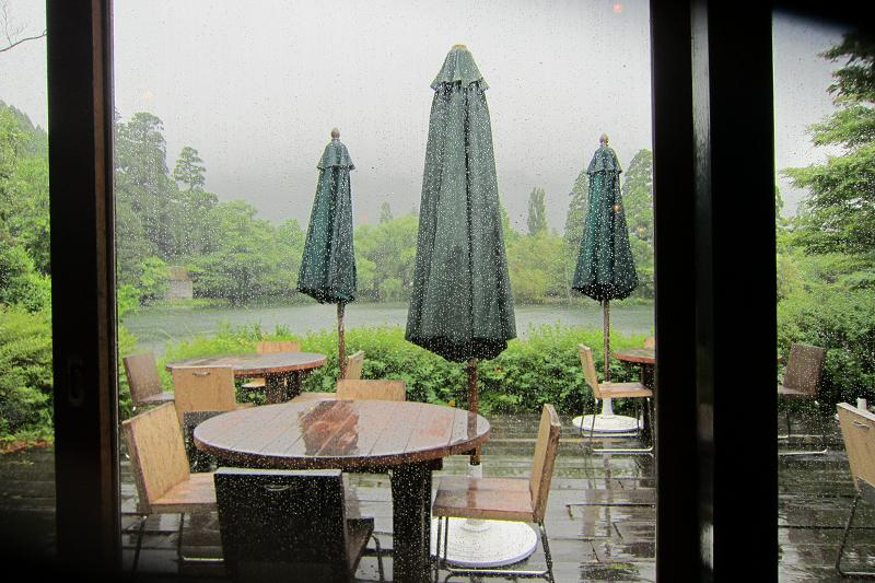 雨の湯布院・金鱗湖(きんりんこ)_a0107574_1947579.jpg