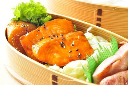 鮭の照り焼き弁当_b0171098_8291752.jpg