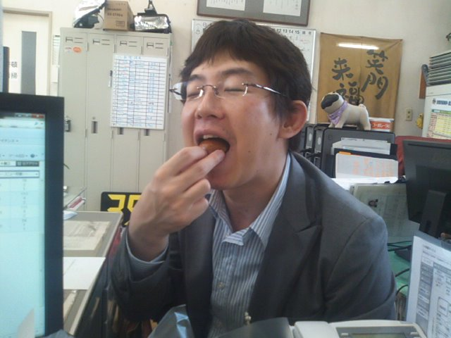 ランクルトミー札幌店(^o^) みくちゃんにお饅頭頂きました!_b0127002_1842294.jpg