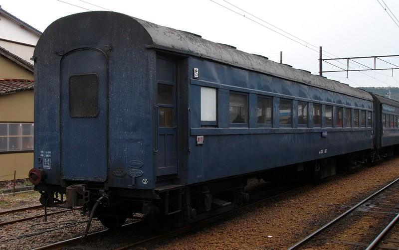 客車の屋根の色は??_f0203926_23201292.jpg