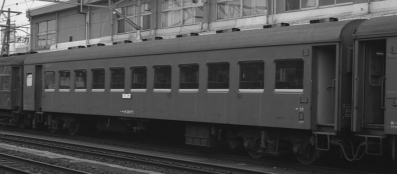 客車の屋根の色は??_f0203926_23355510.jpg