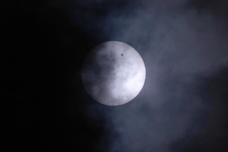 太陽面を通過する金星_a0087133_0511299.jpg