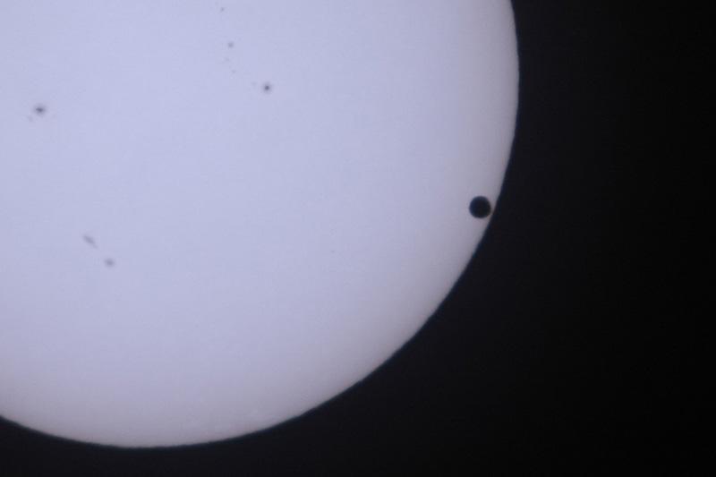 太陽面を通過する金星_a0087133_052195.jpg