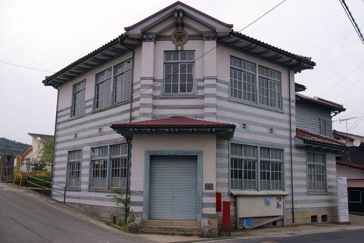 洋風建築の村役場建築_f0130879_23425360.jpg
