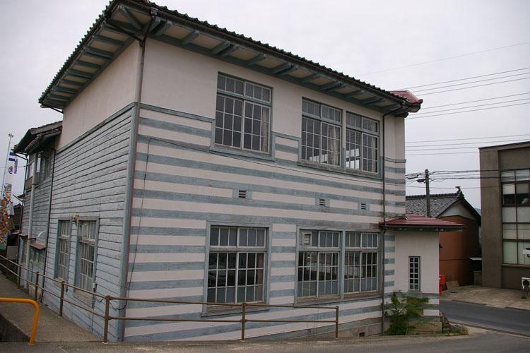 洋風建築の村役場建築_f0130879_2343101.jpg