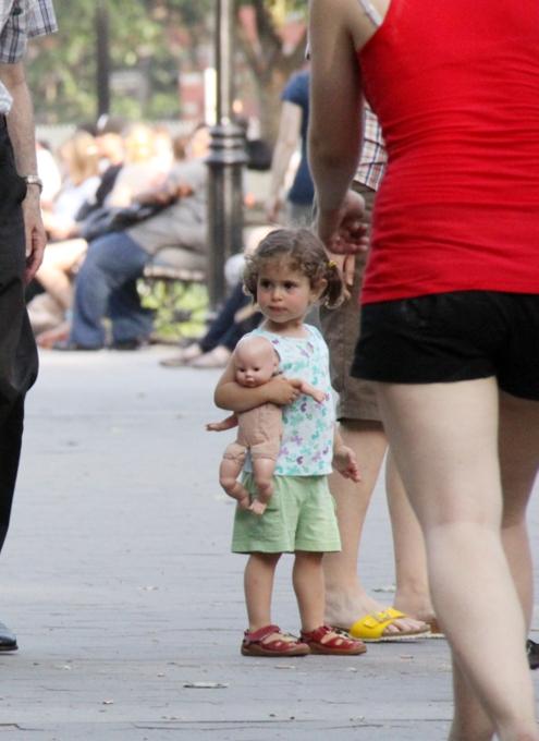 ニューヨークではお人形さんやぬいぐるみを抱っこした子ども達をよく見かけます_b0007805_202168.jpg