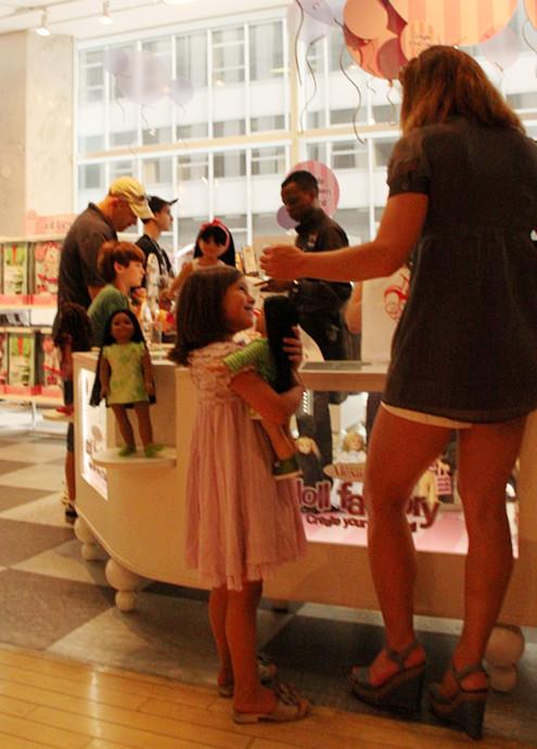 ニューヨークではお人形さんやぬいぐるみを抱っこした子ども達をよく見かけます_b0007805_322468.jpg
